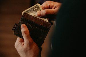 実際給料から何が引かれて、手元にどれほどの金額が残るのか?