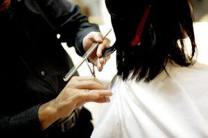 美容師の月収について